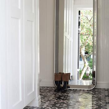 White and Gray Mosaic Tiles, Cottage, entrance/foyer, Interior Magasinet