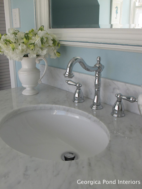 Carrara Marble Countertops Design Ideas This Traditional White Master Bathroom