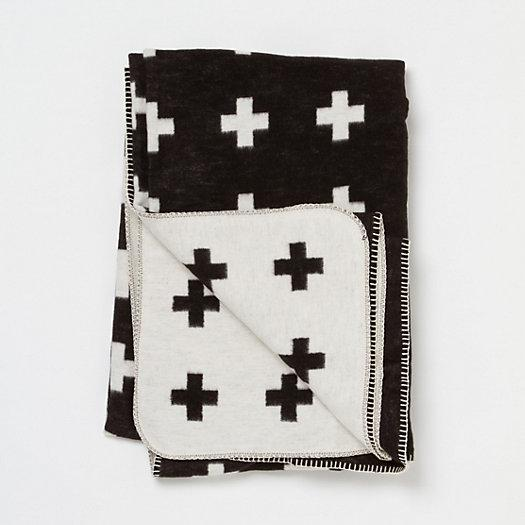pia wallen black and white cross blanket. Black Bedroom Furniture Sets. Home Design Ideas