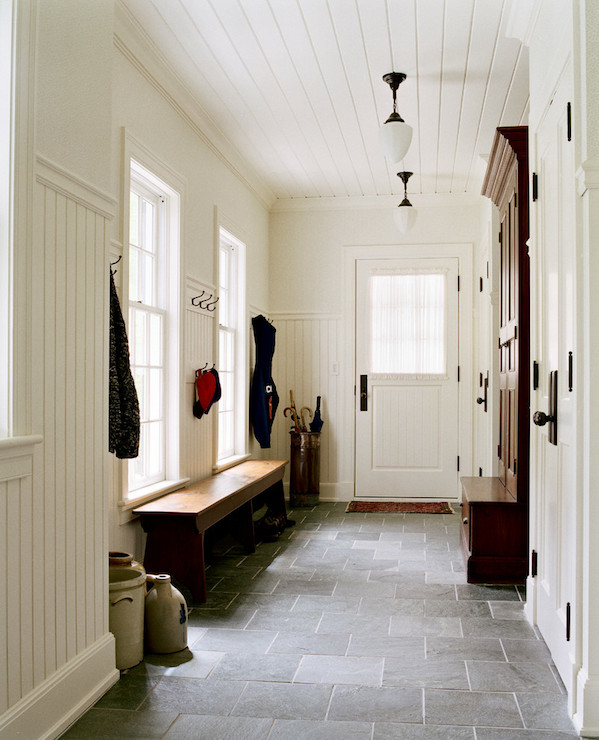 Beadboard paneling design ideas for Mudroom floor