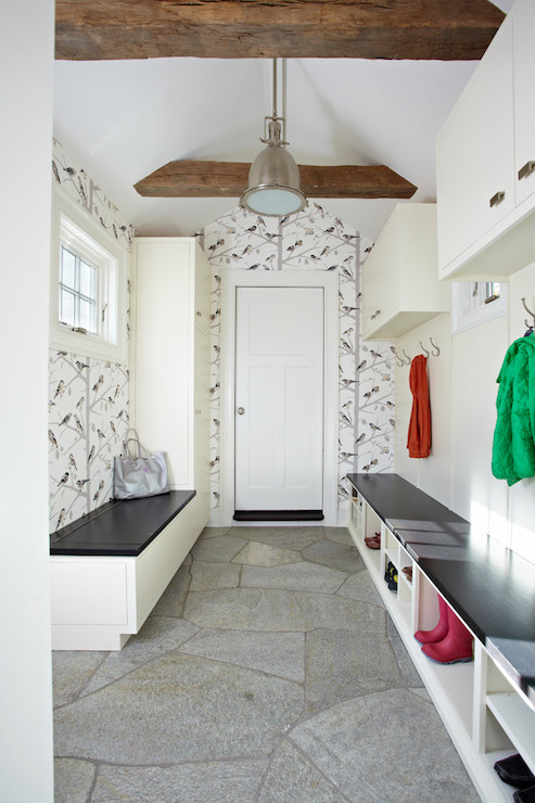 Mudroom wallpaper transitional laundry room tr for Decoration couloir entree maison