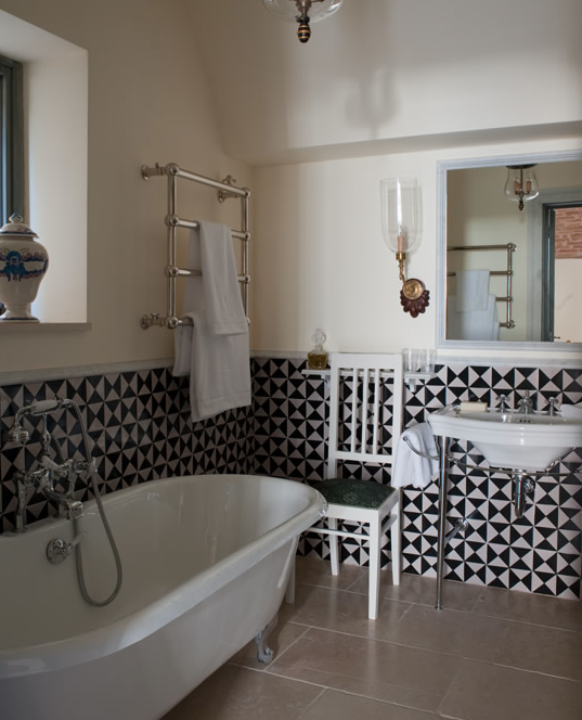 Bblack And White Floor Tiles Contemporary Bathroom