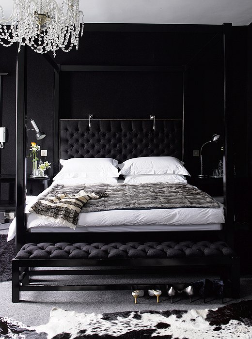 Black bedroom contemporary bedroom for Black wall room ideas