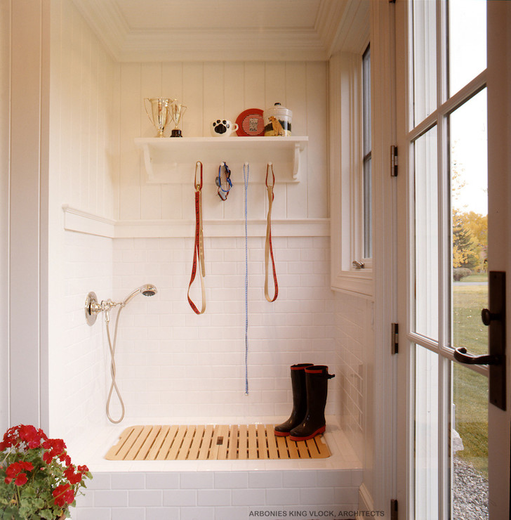 Mudroom dog shower design ideas - Pets for small spaces style ...