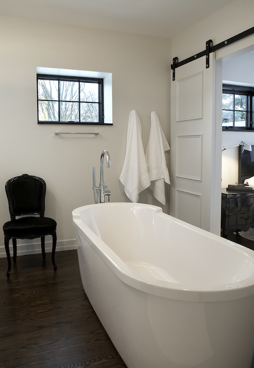 Leo Designs Chicago Bathroom With Sliding Doors View Full Size