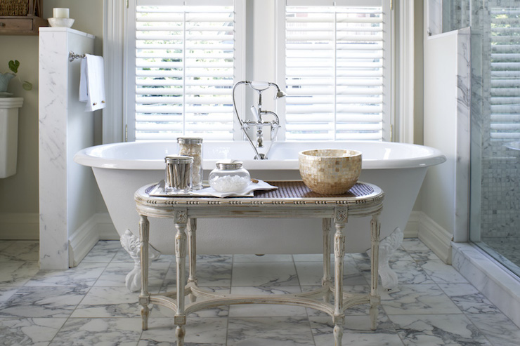 Bathtub In Front Of Window Design Ideas