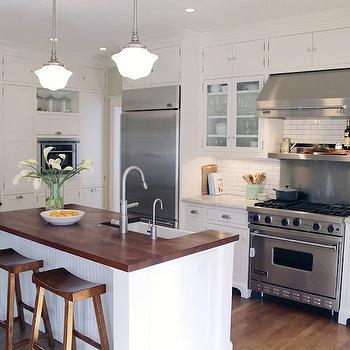 Beadboard island cottage kitchen taryn emerson design for Block island cottage
