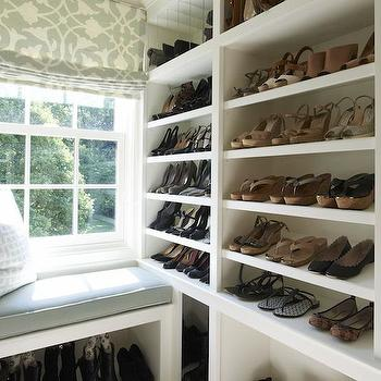 Walk In Closet Storage Bench Design Ideas