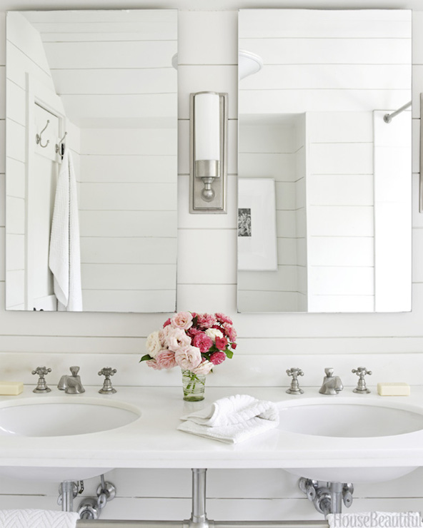 All white bathrooms cottage bathroom house beautiful for Beautiful bathrooms