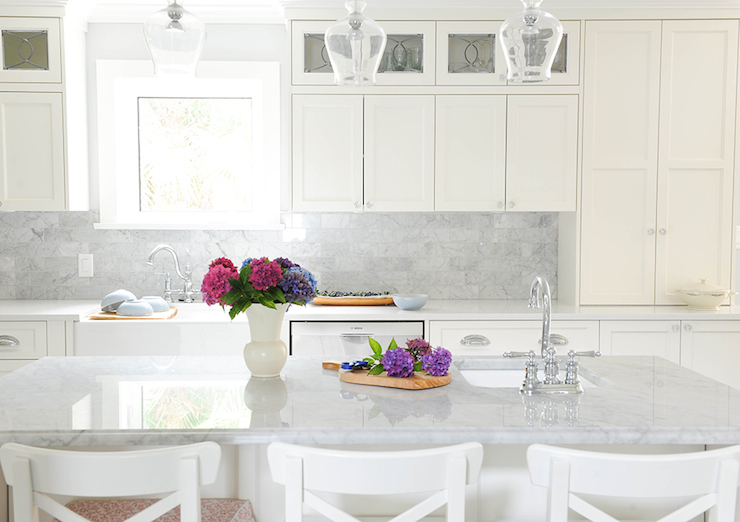 White Shiplap Kitchen Hood With Silestone Lagoon