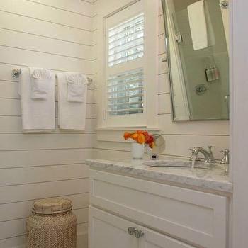 'Cottage - Bathroom' from the web at 'https://cdn.decorpad.com/photos/2014/07/17/m_9b86b431d245.jpg'