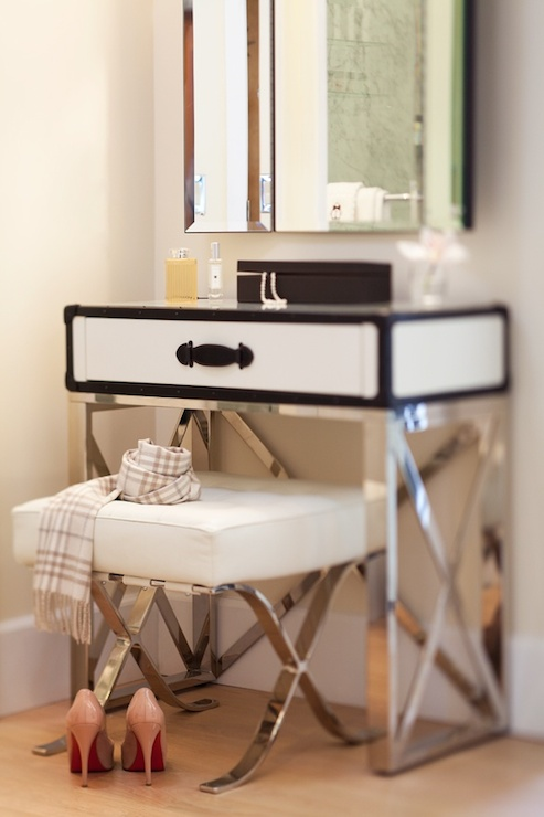 Steamer Makeup vanity - Contemporary - bedroom