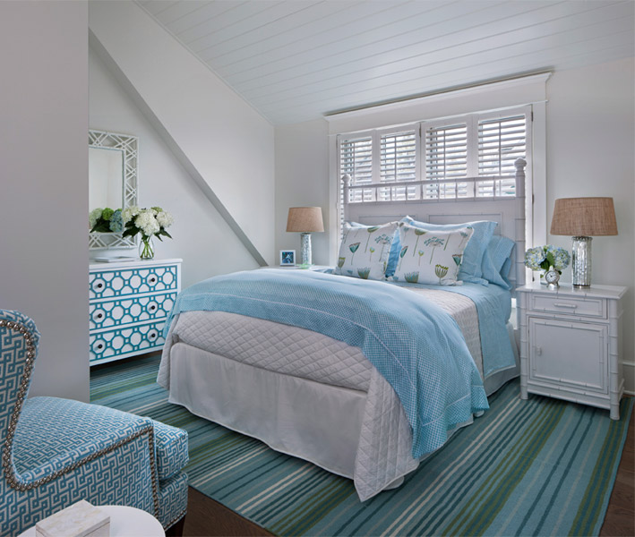 White and blue bedrooms cottage bedroom cottage for Cottage bedroom ideas