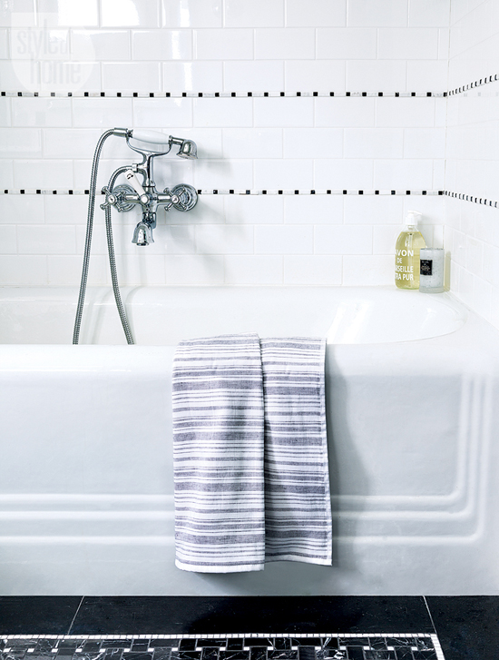 Black And White Bathroom Tiles Contemporary Bathroom Style At Home