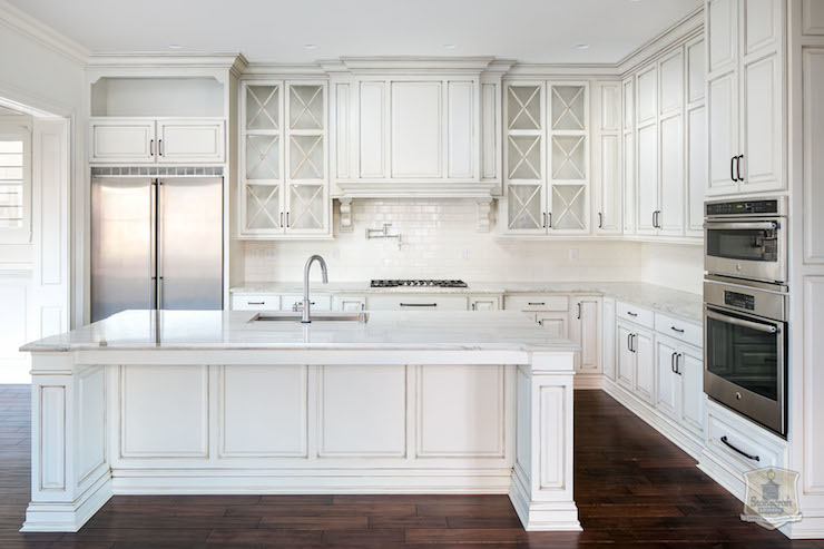 White kitchen with white glazed grid backsplash tiles for Pictures of white glazed kitchen cabinets