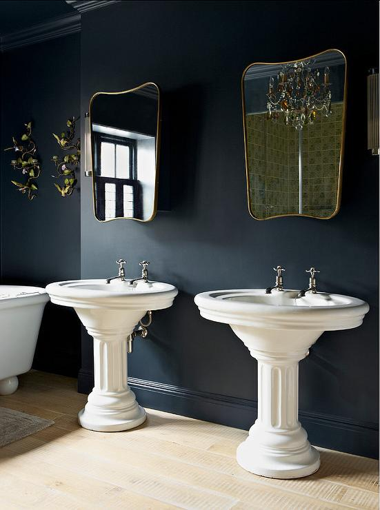 Hague blue traditional bathroom farrow and ball hague blue godrich in - Salle de bain style romain ...