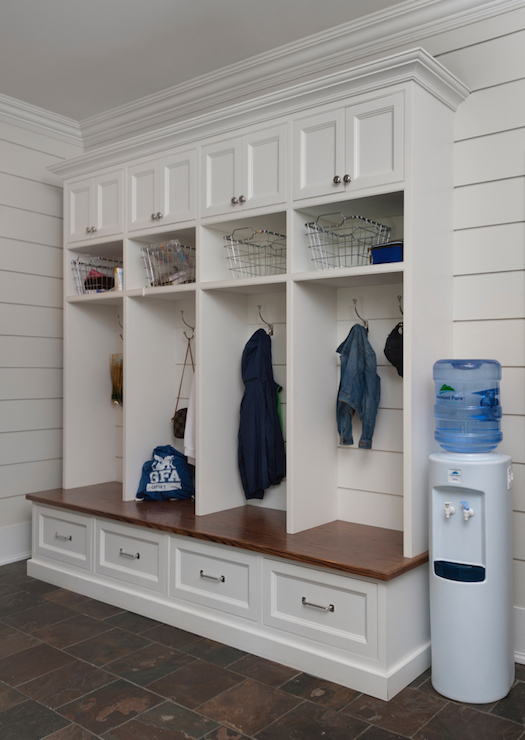 Freestanding Mudroom Bench Design Ideas