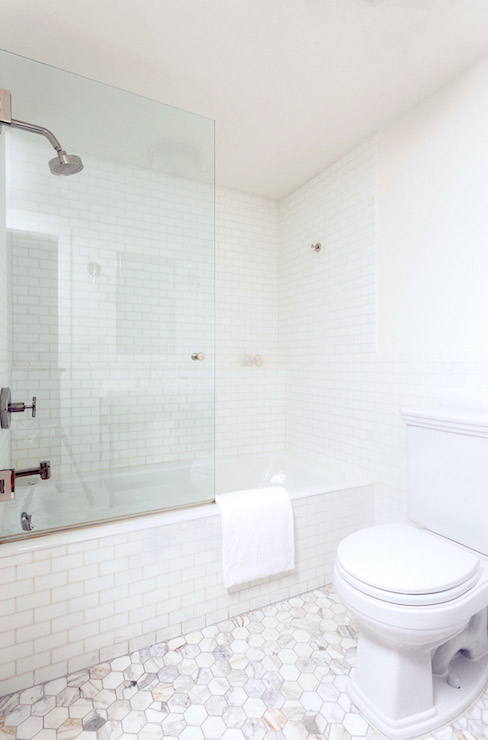 White subway tile in a small full bathroom inspiration home renovation