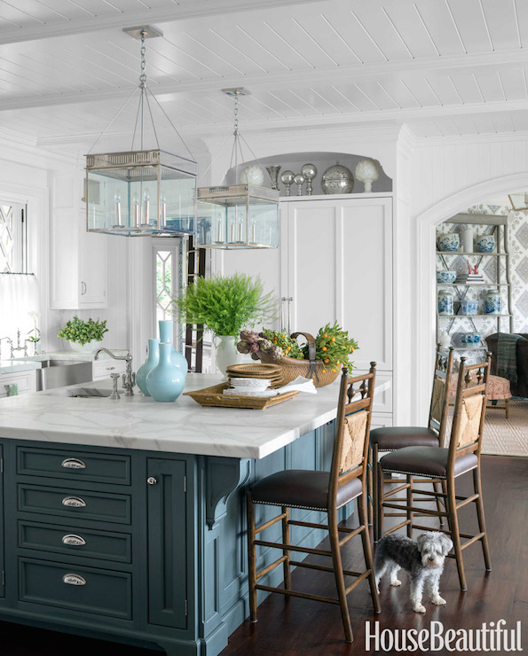 10 Beautiful White Beach House Kitchens: Display Over Fridge