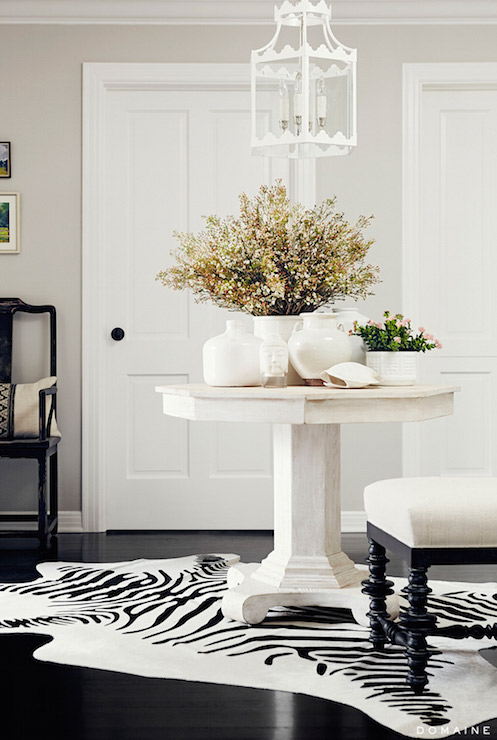 Round Black Pedestal Foyer Table Design Ideas