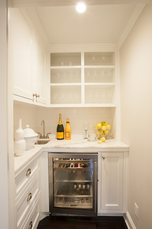 Tiny butlers pantry transitional kitchen for Butlers kitchen designs