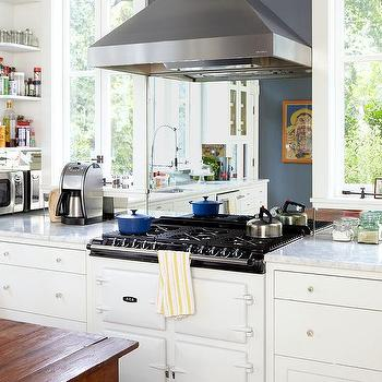 Kitchen Cooktop With Mirrored Backsplash