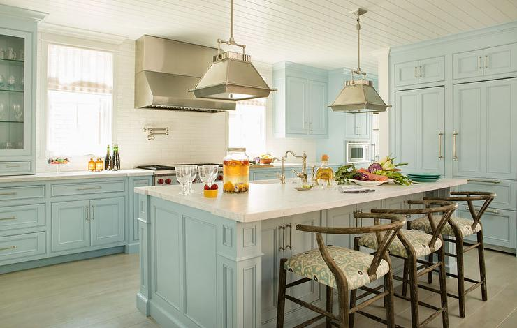 Blue cottage kitchens cottage kitchen for Kitchen cabinets blue
