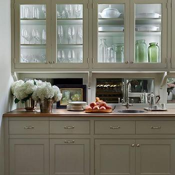 Butler Pantry With Mirrored Backsplash