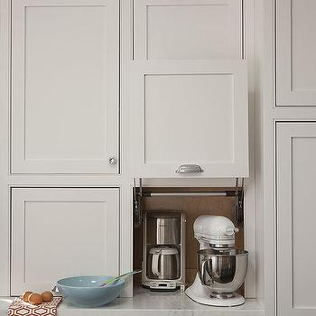 Gray shaker kitchen cabinets design ideas for Small kitchen in garage