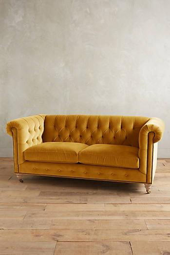 Gold velvet chesterfield sofa home the honoroak for Gold velvet sectional sofa
