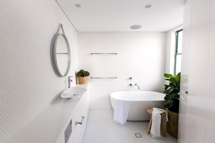 Modern Bathroom With Bowl Tub