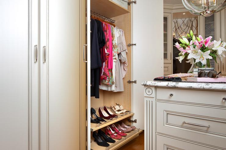 Closet With Pull Out Shoe Shelves