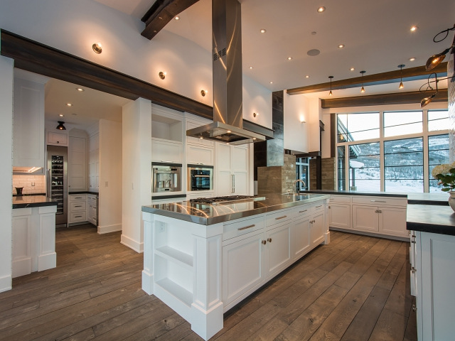 Island Countertop With Stove : ... island topped with a stainless steel counter fitted with a gas stove