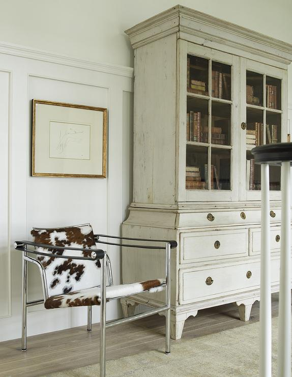 French Distressed Cabinet Design Ideas
