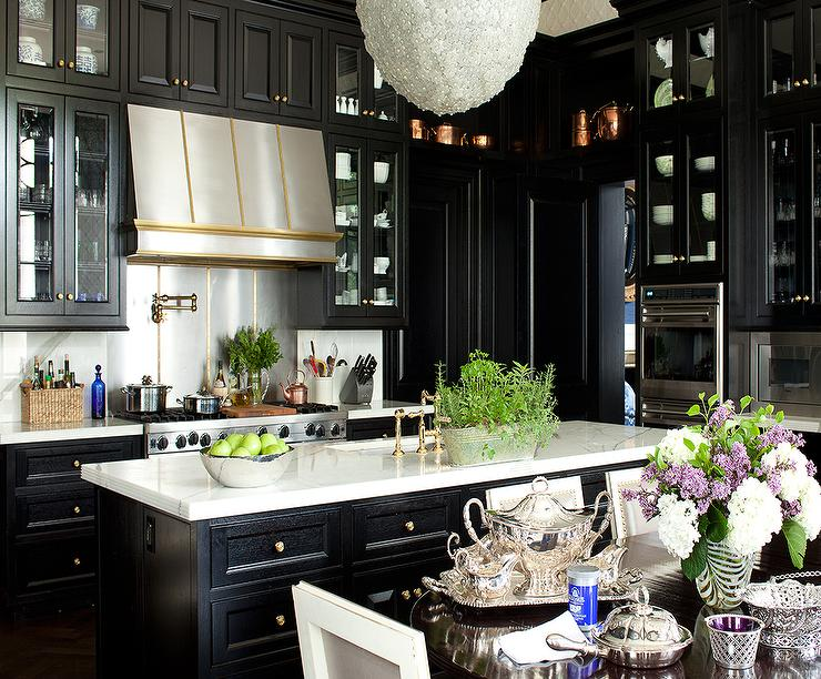 Black cabinets gold hardware design ideas for Black kitchen cabinets images