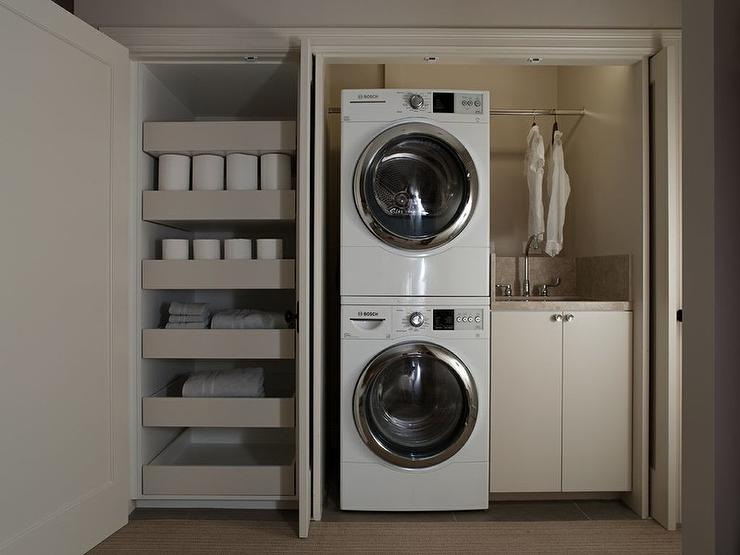 Laundry room in closet modern laundry room - Outs wasruimte ...
