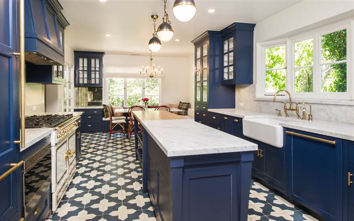 gold blue white kitchen design ideas