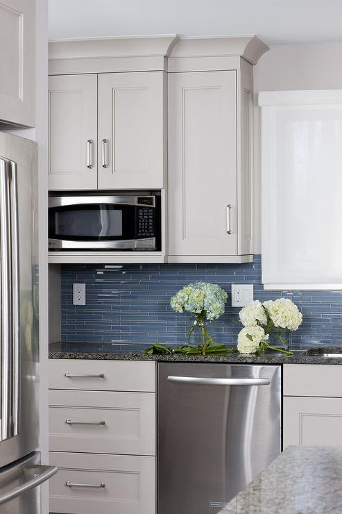 Linear Blue Glass Tile Backsplash Design Ideas