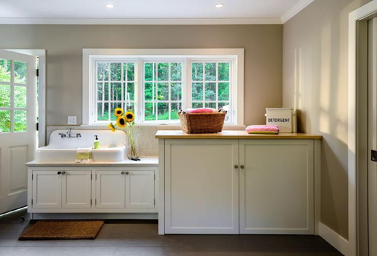 https://cdn.decorpad.com/photos/2015/05/16/cottage-laundry-room-vintage-sink-concealed-washer-dryer-cabinet.jpg