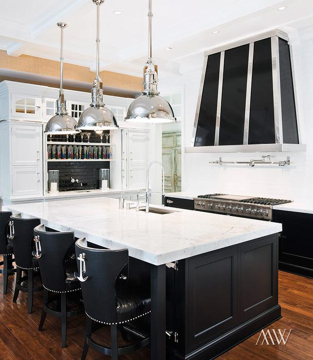Black and white nautical kitchens cottage kitchen for Nautical kitchen designs