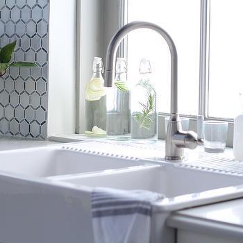 Dual Farmhouse Sink With Gooseneck Faucet