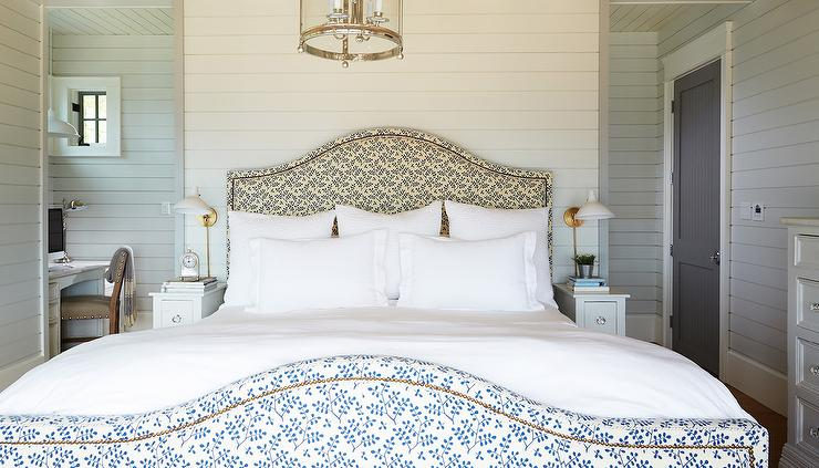 Queen Bed with Small Nightstands - Cottage - Bedroom