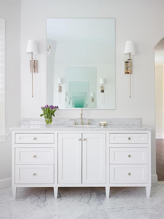Incroyable Footed White Single Bathroom Vanity