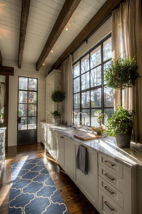 Kitchen sink window with short curtains country kitchen for Modern farmhouse windows
