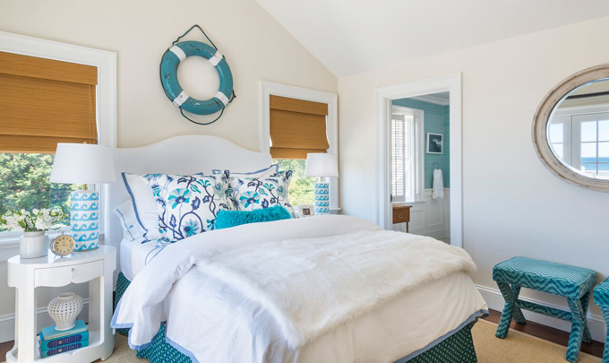 White and turquoise cottage bedroom cottage bedroom for Turquoise bedroom decor