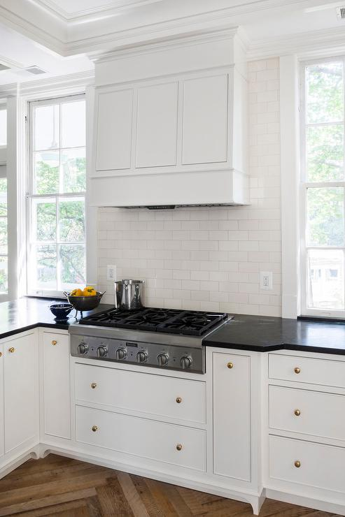 White kitchen cabinets with brass hardware and black for White kitchen cabinets black hardware