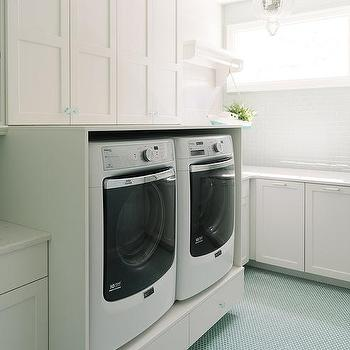 Exceptionnel Laundry Room With Turquoise Penny Tiles