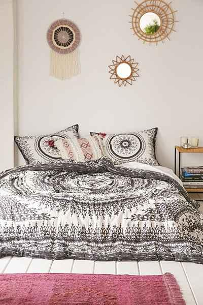 Plum And Bow Effie Medallion Comforter In Black And White