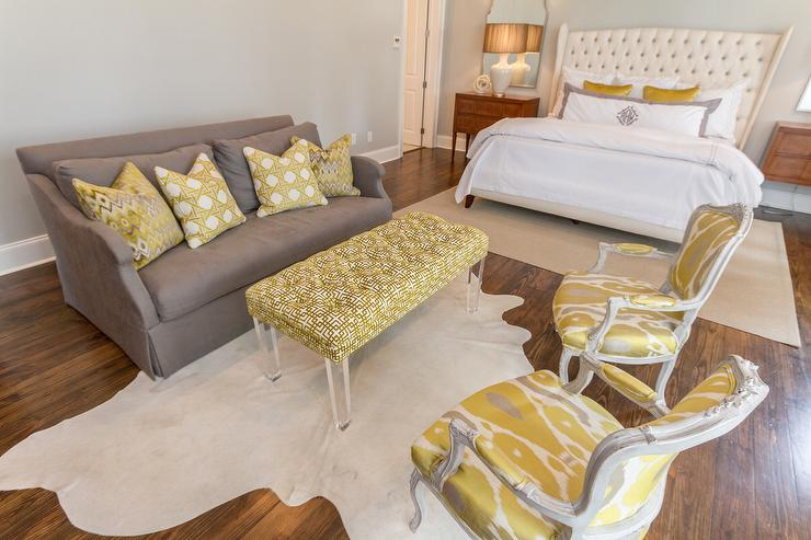 Delicieux Gray Sofa With Yellow Chairs