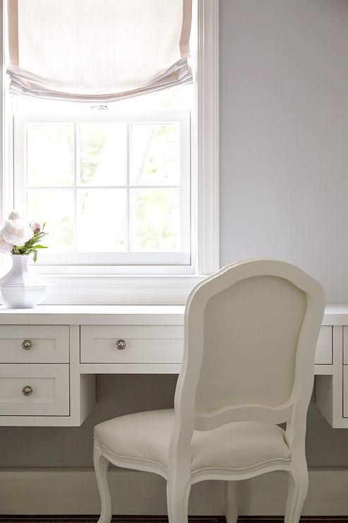 Incroyable White Vanity Under Window With French Chair